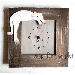 Zegar w drewnianej ramie